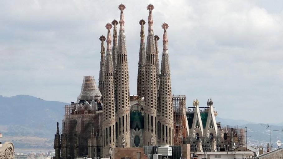 Việc hoàn thành Vương cung Thánh đường Thánh Gia ở Barcelona bị trễ