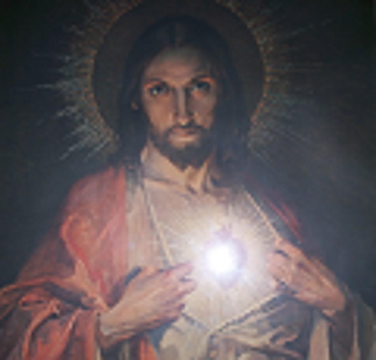 Việc Tôn Kính Thánh Tâm Chúa Giêsu Có Khác Với Việc Tôn Kính Lòng Chúa Thương Xót Không  ?