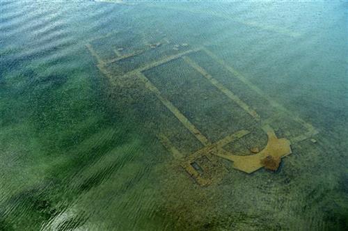 Vương Cung Thánh Ðường 1.600 tuổi ở đáy hồ