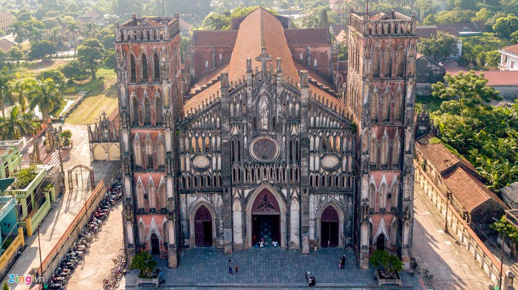 Vương cung thánh đường như ở châu Âu ngay gần Hà Nội