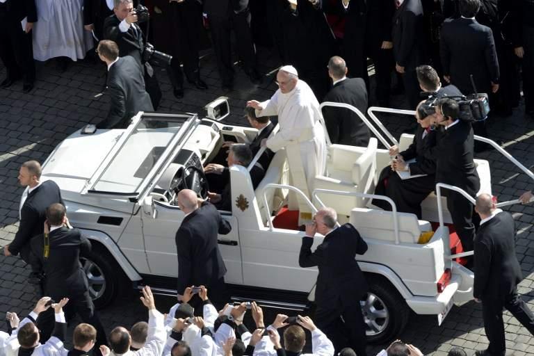 Xe giáo hoàng: Một chiếc xe di chuyển nhưng lại trở thành thiết yếu